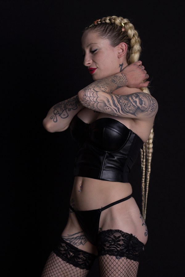 domina blonde bdsm